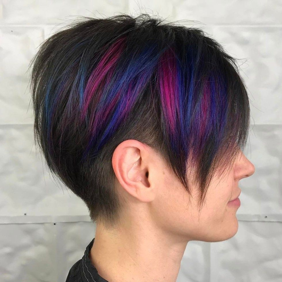 Long Pixie Undercut With Highlights coiffures Coupe de