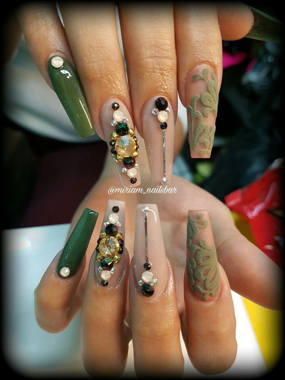 Verde Militar Y Efecto Azúcar Beautiful Nails Green Nails Nails