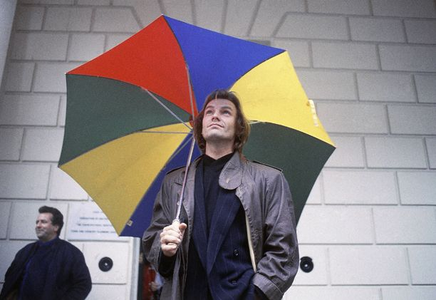 Snapshot: 17 Photos of Umbrellas at Their Best and Worst in London #largeumbrella