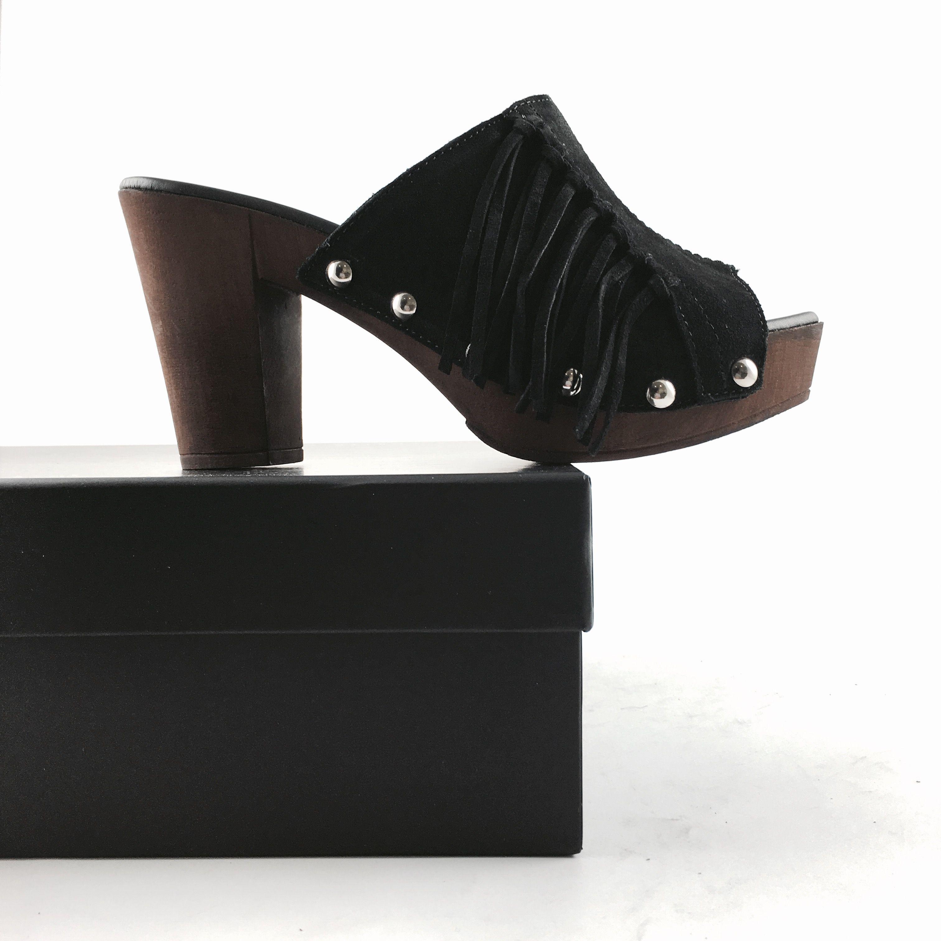 ¡Clásico y actual! Así son los nuevos #zuecos con tacón y flecos de Alpe Woman Shoes.