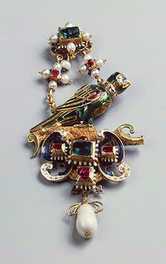 Pendant with a Parrot   Gold, enamel, uncut diamonds, emeralds, rubies and pearls; cast and chased. 9x4.3 cm   Germany (?). Late 16th century