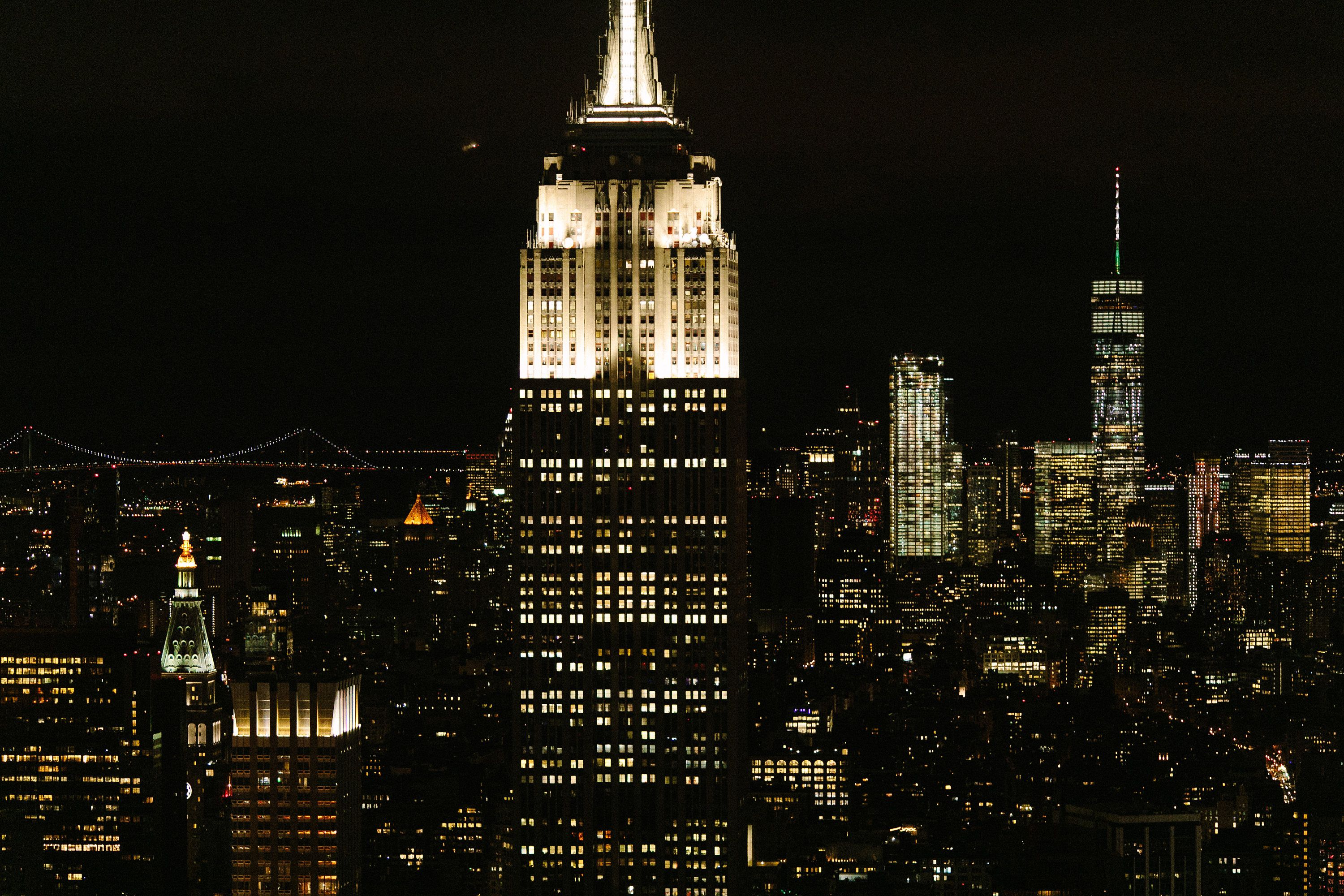 White Graphics /& More Places and Things-New York Skyline Night City Empire State Nyc