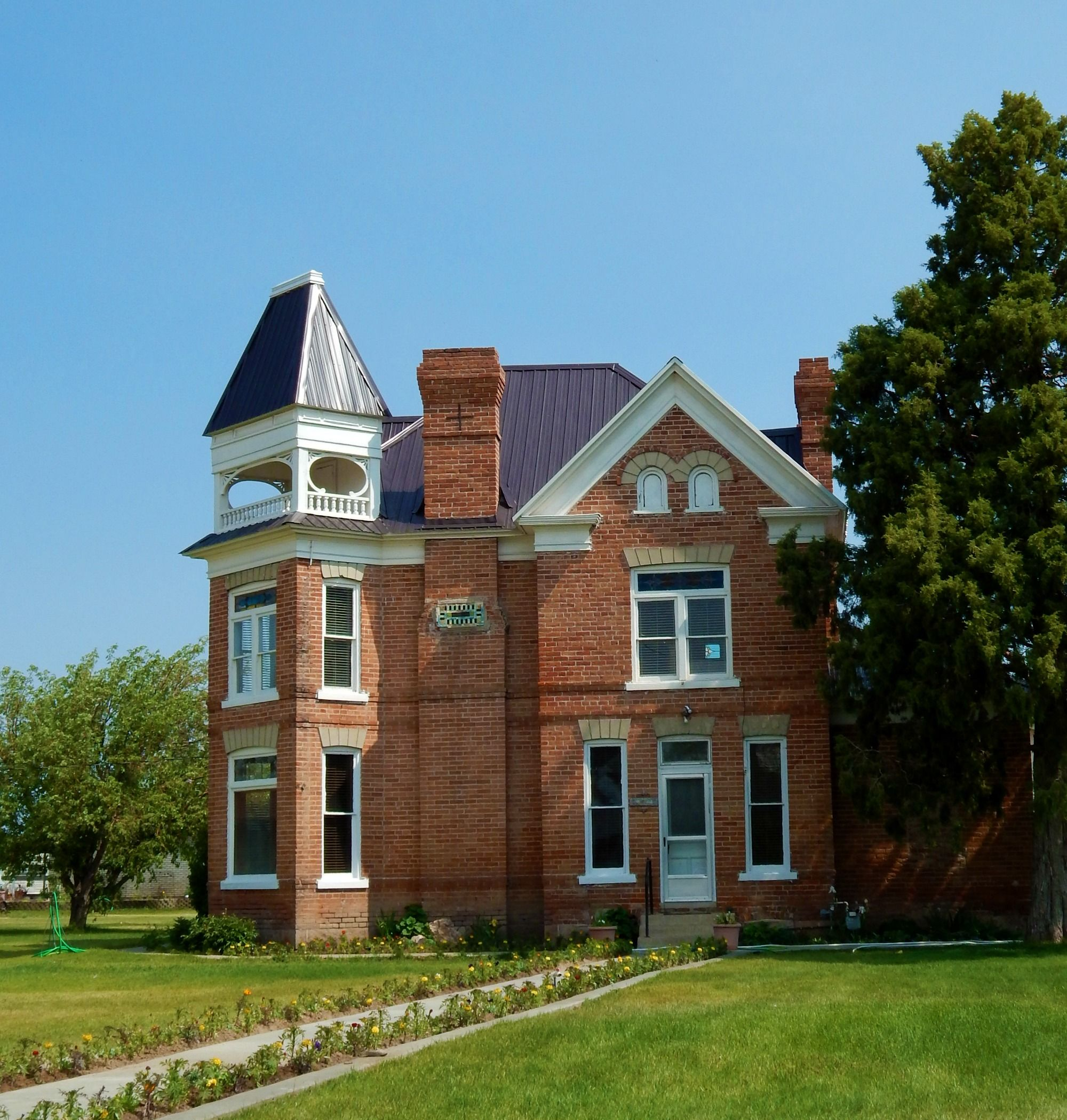 The Mary Dempster And Ira W Hatch House In Panguitch Utah Built In 1896 Learn More About The Historical Red B Red Brick House Victorian Homes Arizona House