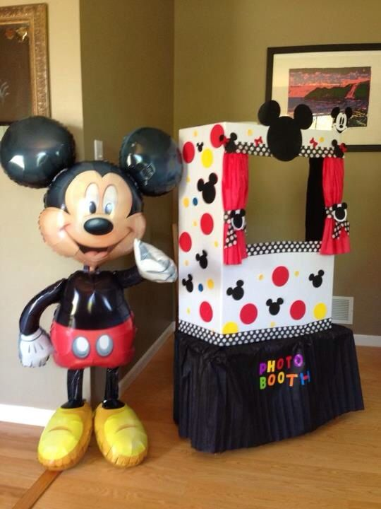The props could be on the table, and Happy First Birthday Hawk could be across the bottom. #mickeymousebirthdaypartyideas1st