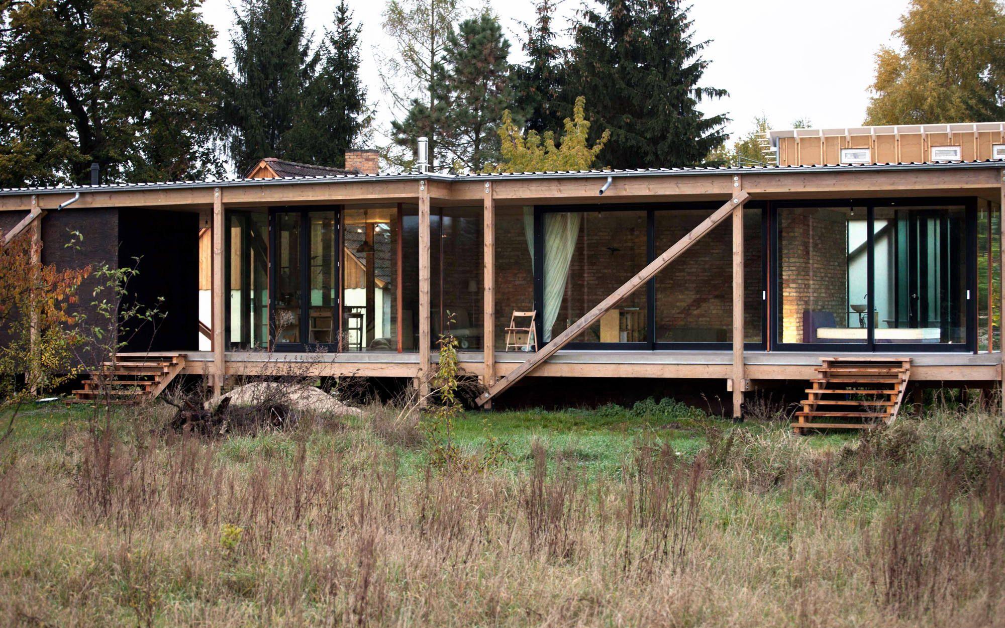 Haus über wilder Landschaft - Holzbau von Peter Grundmann in ...