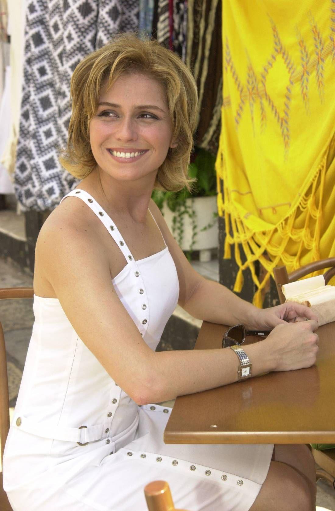 4c64443a90b Giovanna Antonelli começou  Da Cor do Pecado  (2003) com os cabelos na  altura do queixo e depois apostou no corte Pixie