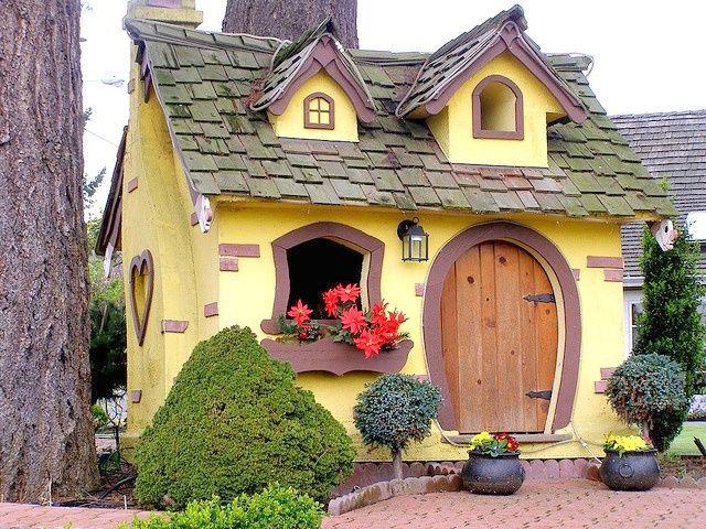 Casita de cuento en vancouver canada home pinterest cottage house and little houses - Casitas en el bosque ...
