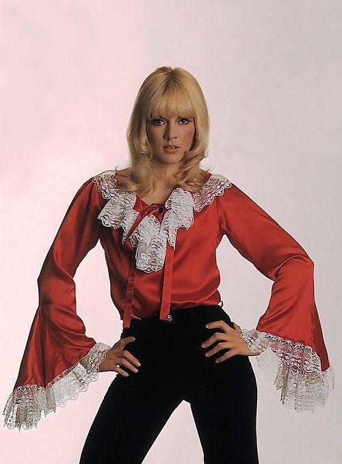 """Sylvie Vartan 1968 """"L'oiseau"""" Années 70 mode inspirée"""