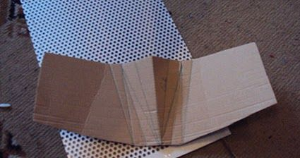 Hufabdrücke hinterlassen. Der Plan lautete folgendermaßen: Lochblech nehmen, in Form schneiden, biegen und mit Worblas (ein Niedrigtemperatu...