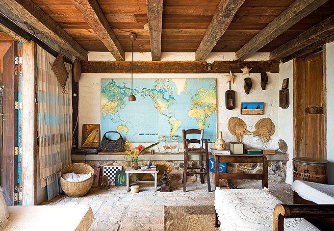 O ponto de partida para a decoração do quarto dos gêmeos Joaquim e Teodoro foi o mapa múndi de feltro adquirido em Nova York pela mãe, a designer Marcela Pepe