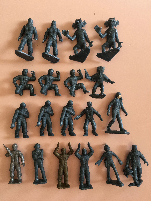 Lot of 20 Tiny Figures Ninja Toy Figures