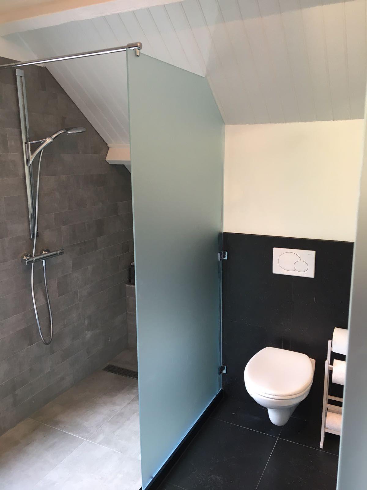 inloopdouche onder schuin dak soft satin glas i balance bathroom
