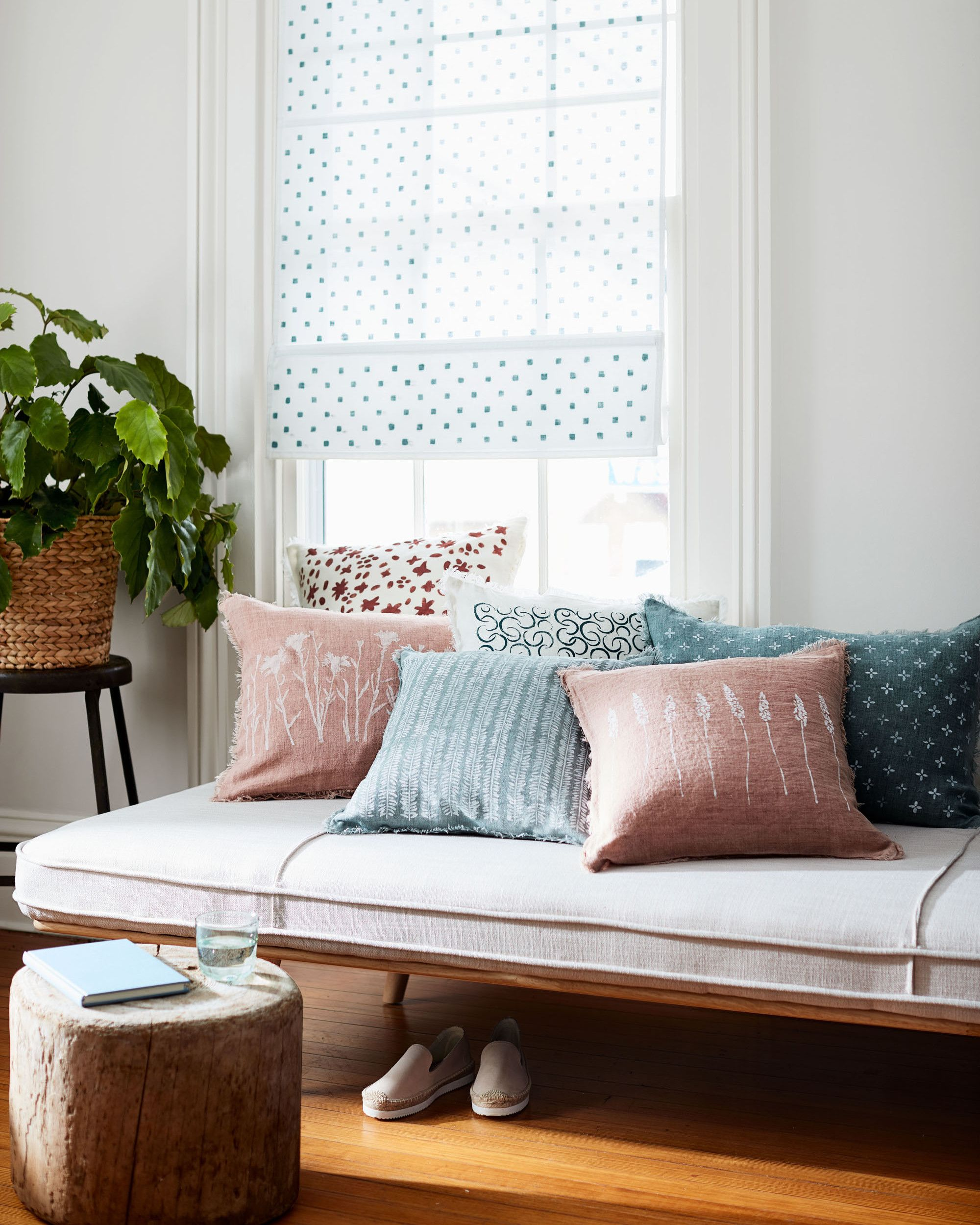 Little Couch For Bedroom 14 Little Things You Can Do To Beautify Your Bedroom Bedroom