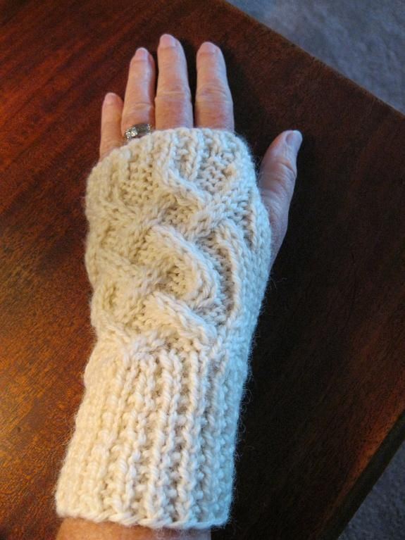 Celtic Cable Fingerless Gloves Pattern | Fingerless gloves, Gloves ...