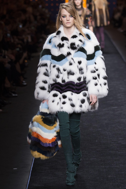 a6eb2cc195c247 Fendi Fall 2016 Ready-to-Wear Collection Photos - Vogue  Fendi  fashion   Koshchenets
