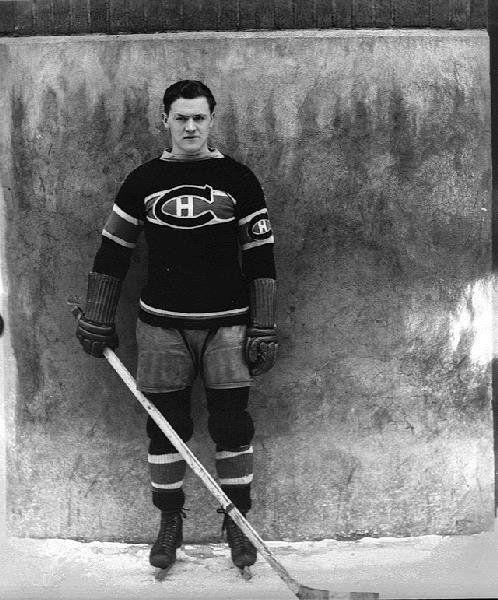 10 novembre 1934 1er tir de pénalité de lhistoire de la Ligue nationale de hockey #sport https://t.co/dgt26ED4bn https://t.co/N712p8Ww6O