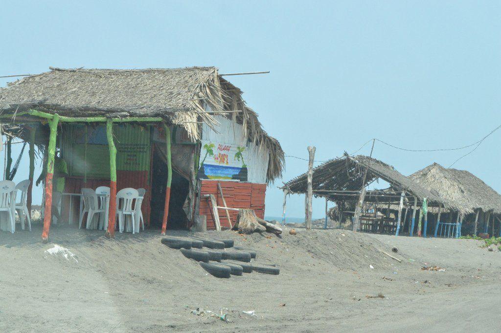 Dueños de restaurantes exigen apoyos de gobierno por la construcción del Malecon bit.ly/1SQfYFk