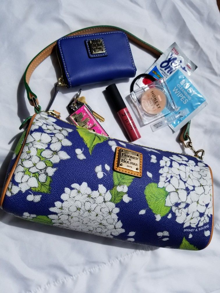 Small Purse Essentials Keys Eye Drops Hair Tie Wet Ones