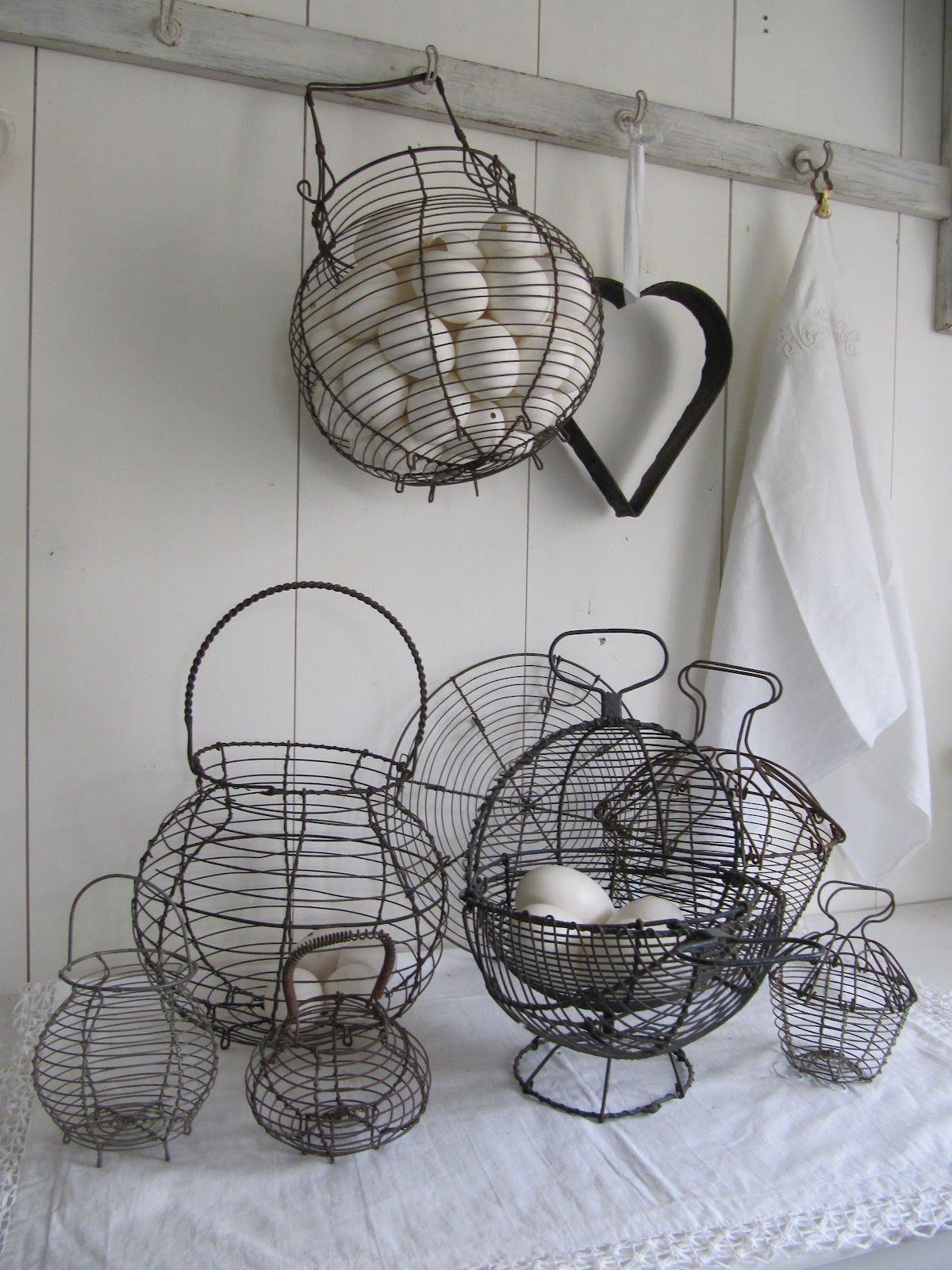 egg baskets | вариант коридора | Pinterest | Egg basket, Wire basket ...