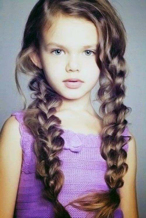 TOP 7 Penteados Infantis Para Cabelos Cacheados em fotos, vídeo e tutorial. http://salaovirtual.org/penteado-cabelo-cacheado-infantil/ #penteadosimples #cabeloscacheados #salaovirtual