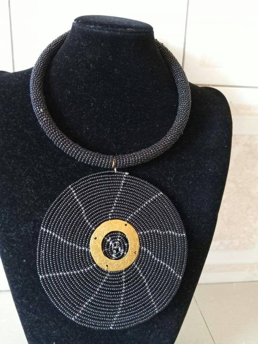 Photo of ON SALE Afrikanischer zierlicher Schmuck, schwarze Anhänger-Halskette, Frauensc…
