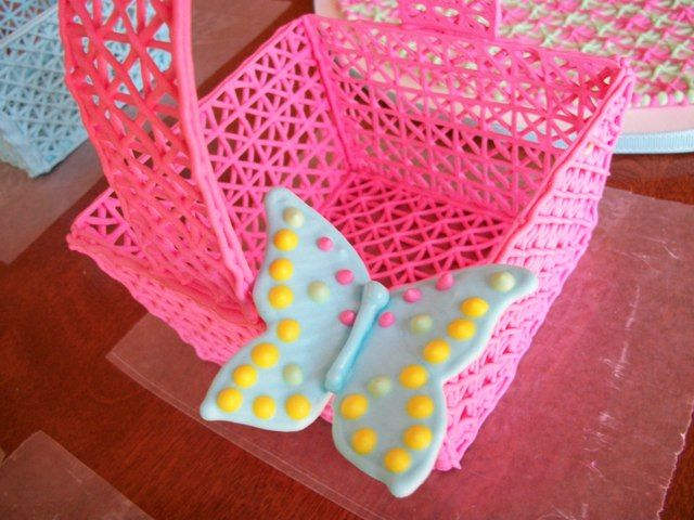 Royal icing basket tutorial by the vanillabeanbaker