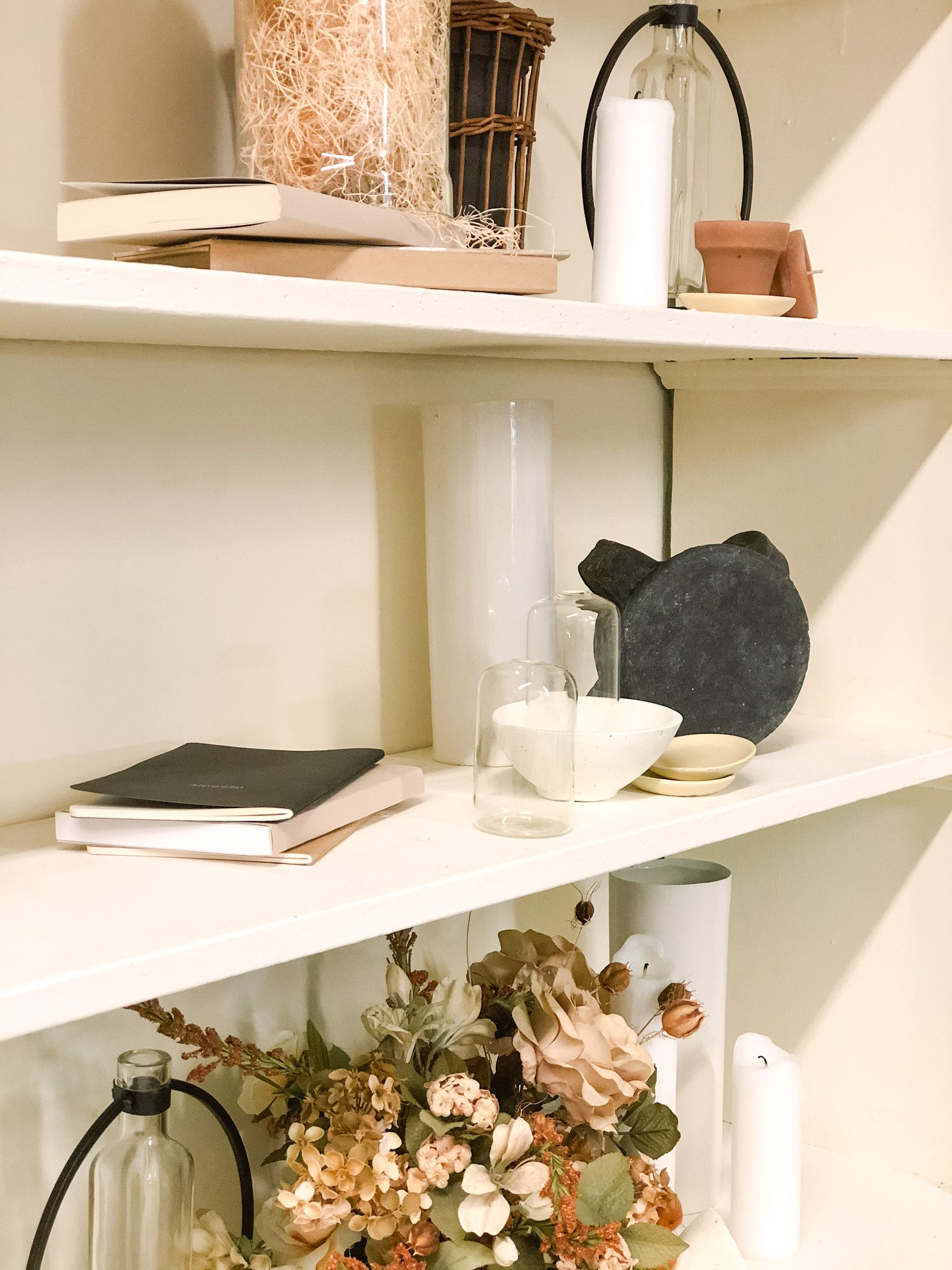 DIY home how to: shelf decorating ideas for my modern, minimal and neutral color everyday look. Cream, tan, white, black decorating, decor, styling for your living room or bedroom ideas. #shelfstyling #shelfdecor #shelfideas #shelfie #modernhomedesign