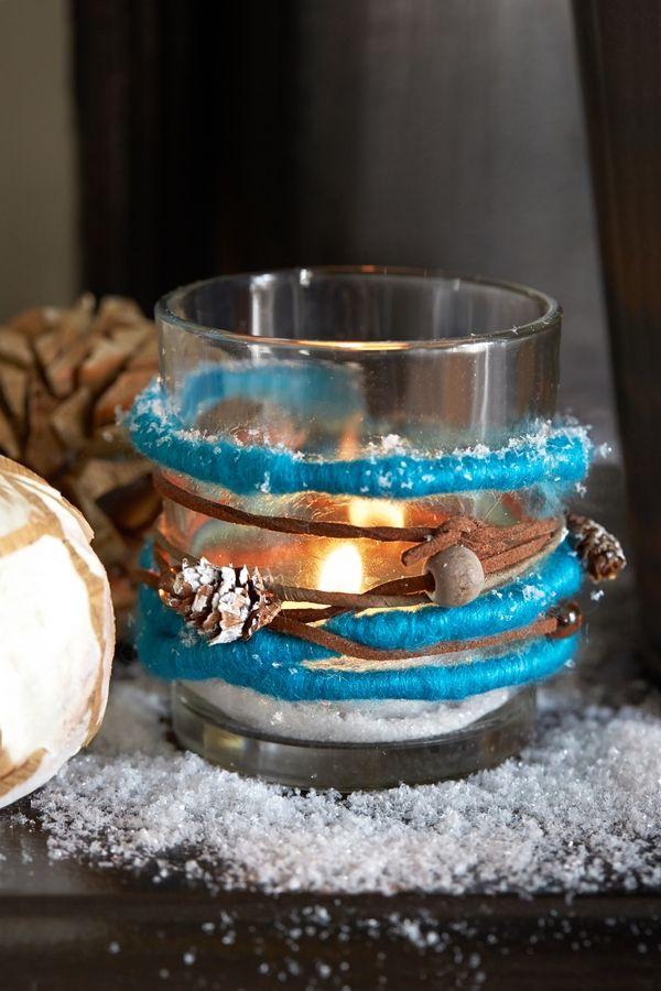 Collection Jardin givré. Photophore Merli en verre, laine, bille de bois et mini pomme de pin. botanic®