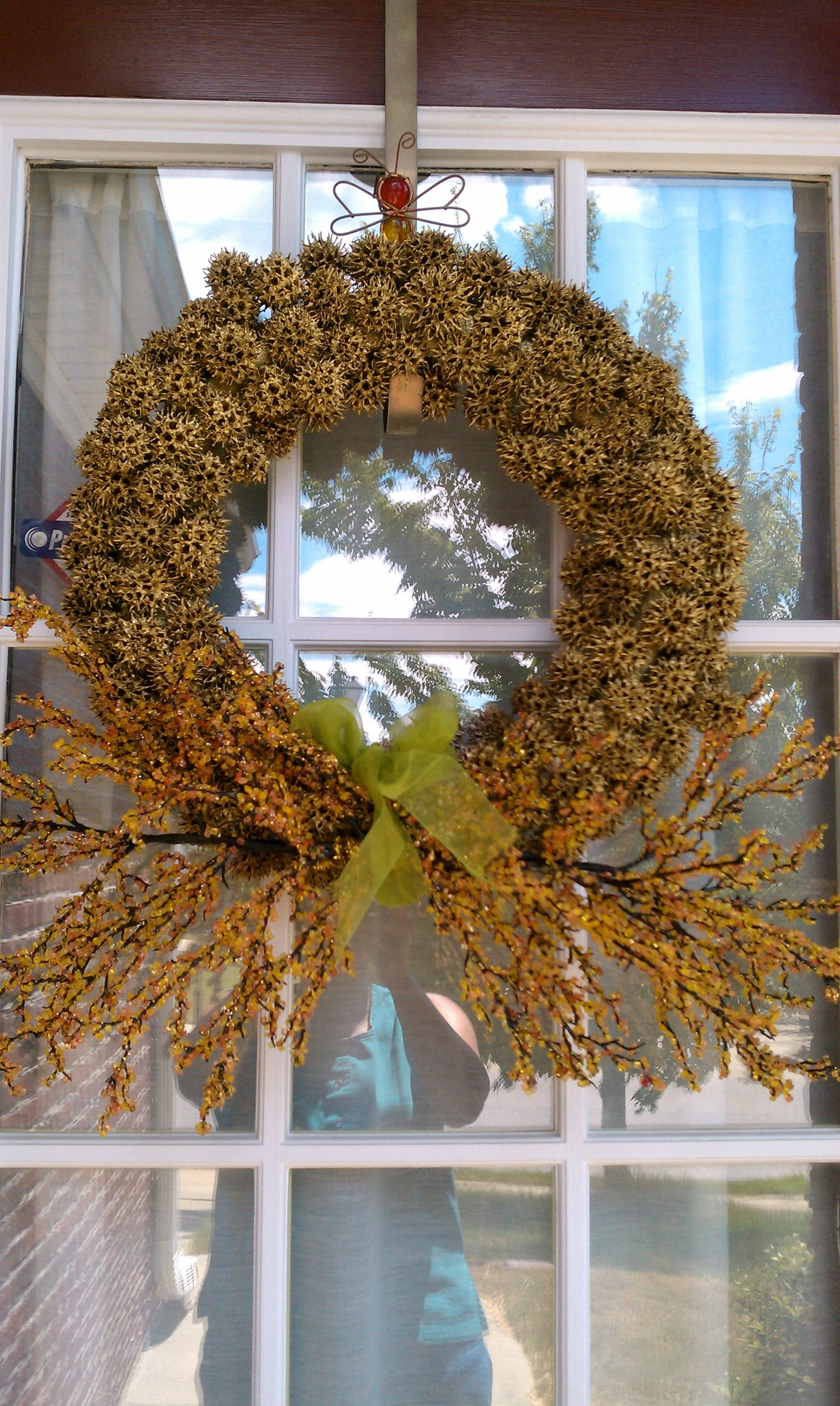 Wreath From Sweet Gum Tree And Gold Paint Originally From Martha Stewart Magazine But The One In The Magazine Wa Sweet Gum Sweet Gum Tree Crafts Wreath Decor