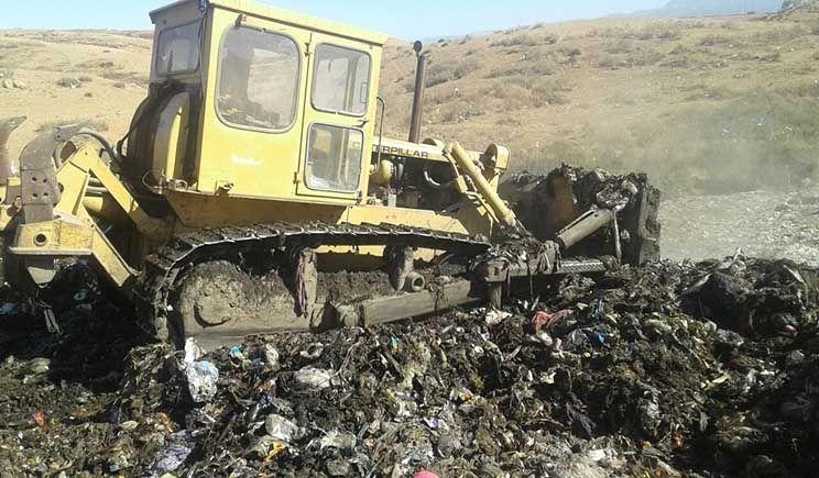 قصبة تادلة : استعدادا لفصل الشتاء المجلس البلدي يقوم بتهيئة مطرح النفايات