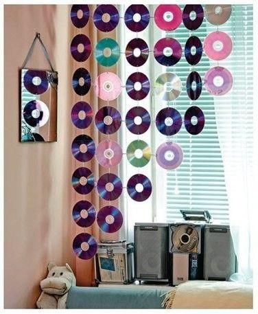 Como hacer cortina con cd reciclados reciclando for Ideas para decorar mi pieza
