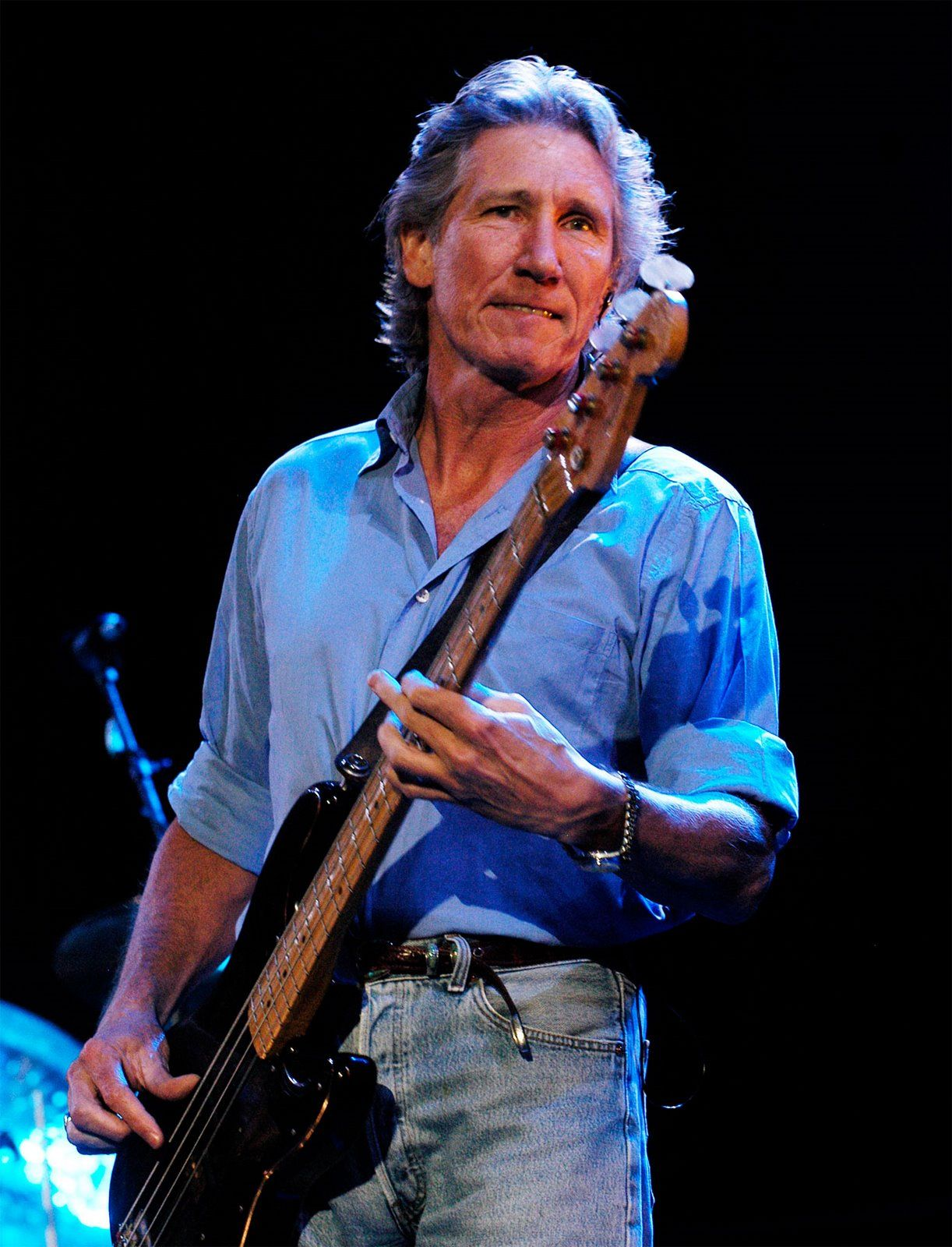 Buon compleanno Roger Waters...- In ogni momento puoi prendere in mano le tue briglie e dirigere la tua sorte. Preparati ad alzarti in piedi e vivi la vita con autenticità. *** Una persona non diventa Eric Clapton solo perché ha una chitarra Les Paul. Non funziona così. ***