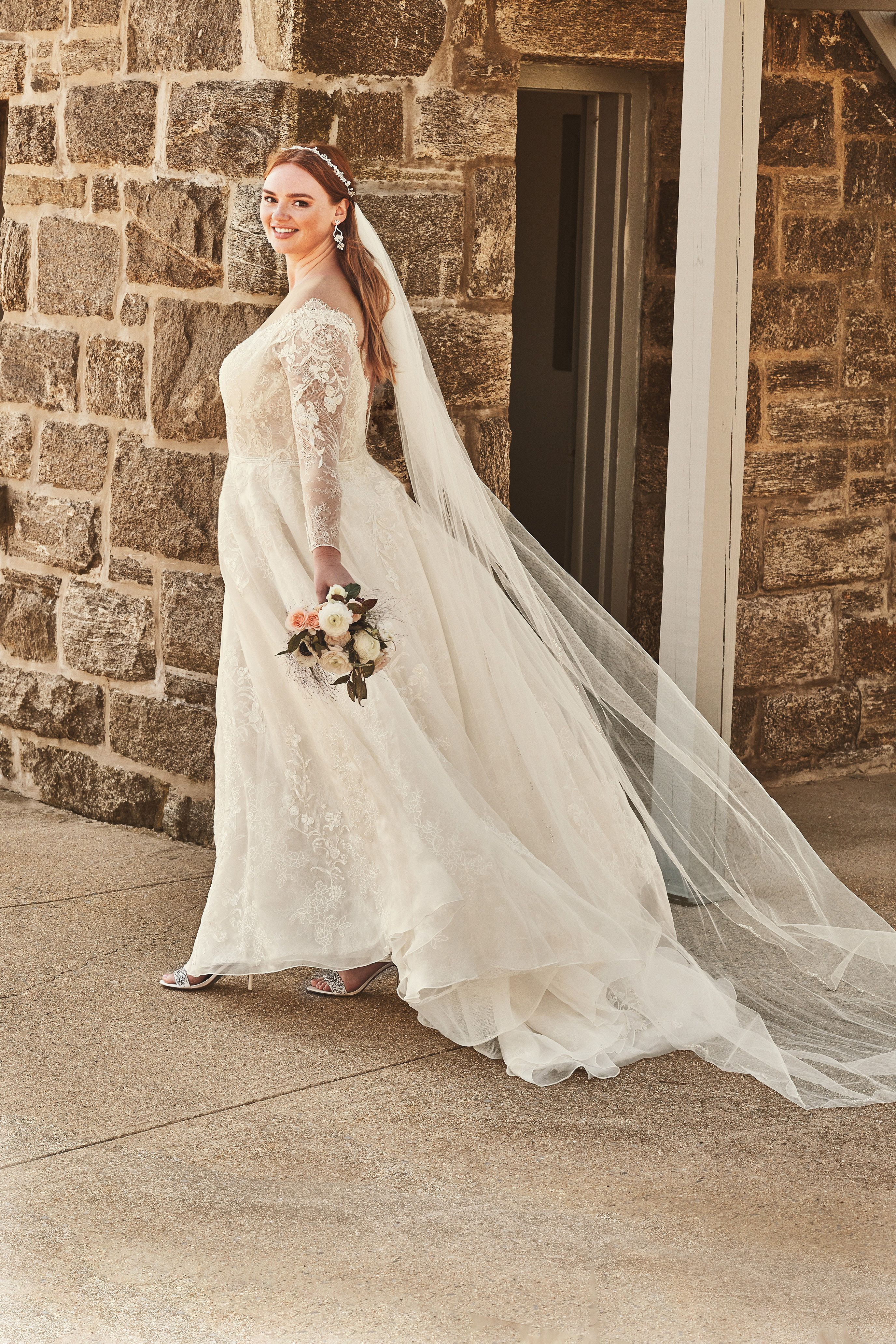 Shimmer Lace Long Sleeve Applique Wedding Dress David S Bridal Davids Bridal Wedding Dresses Applique Wedding Dress Ball Gowns Wedding [ 4128 x 2752 Pixel ]