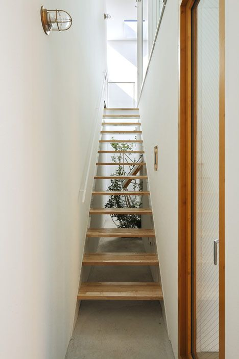 Inside out by takeshi hosaka architects stairs - Escalera japonesa ...