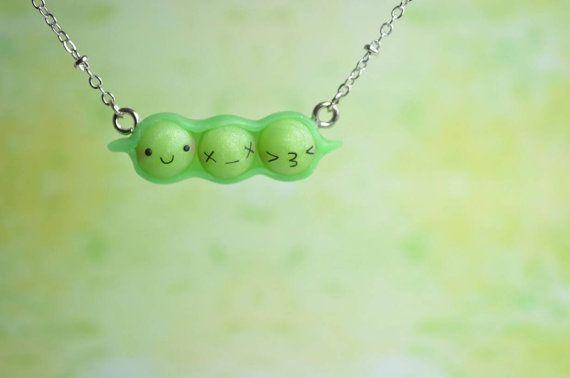 """Niedliche Kette in zartem Grün. Passend zum Trend """"Greenery"""". Gefunden bei Etsy."""