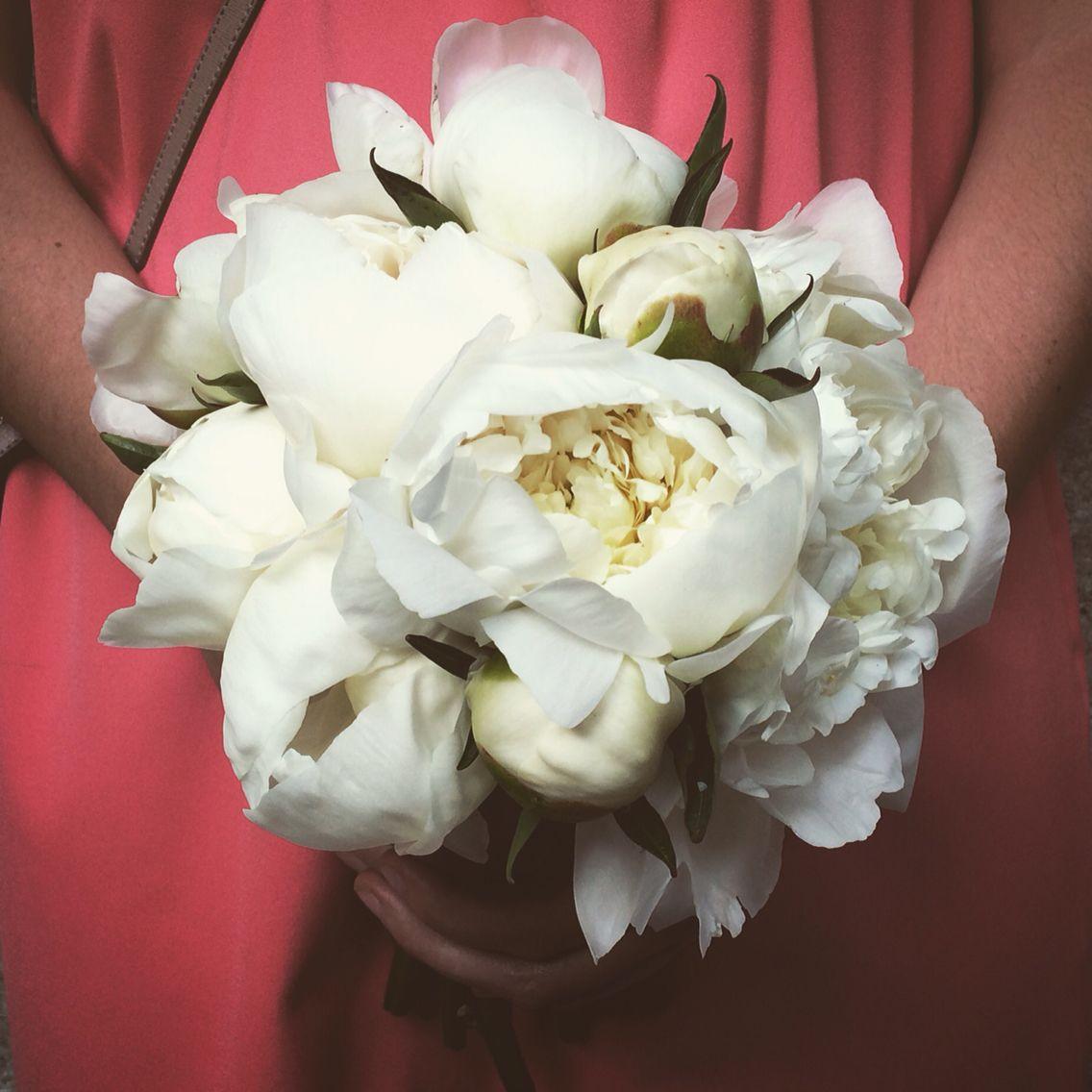 Bouquet di peonie bianche.  Www.fiordifragolastyle.com