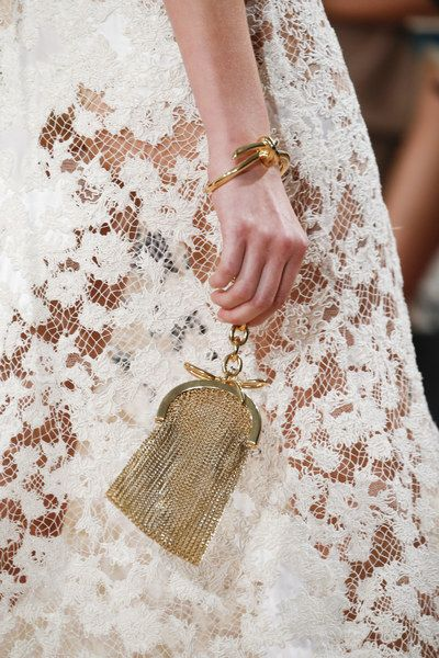 Balenciaga Spring 2016 Ready-to-Wear Fashion Show - Vogue