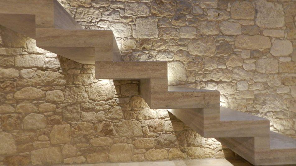 Lir scale design realizzazioni in marmo e pietra for Scale in marmo per interni moderne