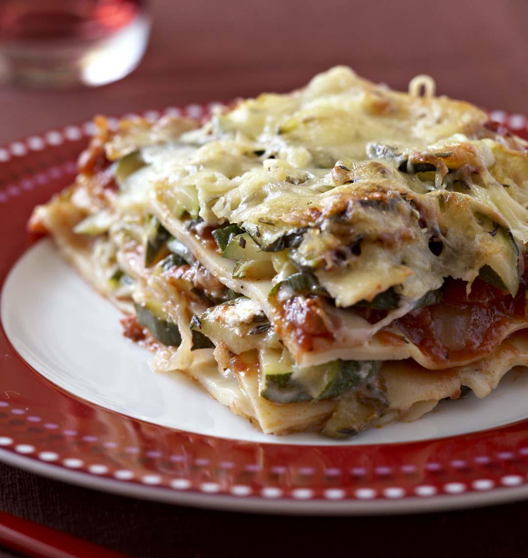 Lasagnes aux courgettes et au chèvre  Recettes de cuisine Ôdélices Source by margot3766 de cuisine facile