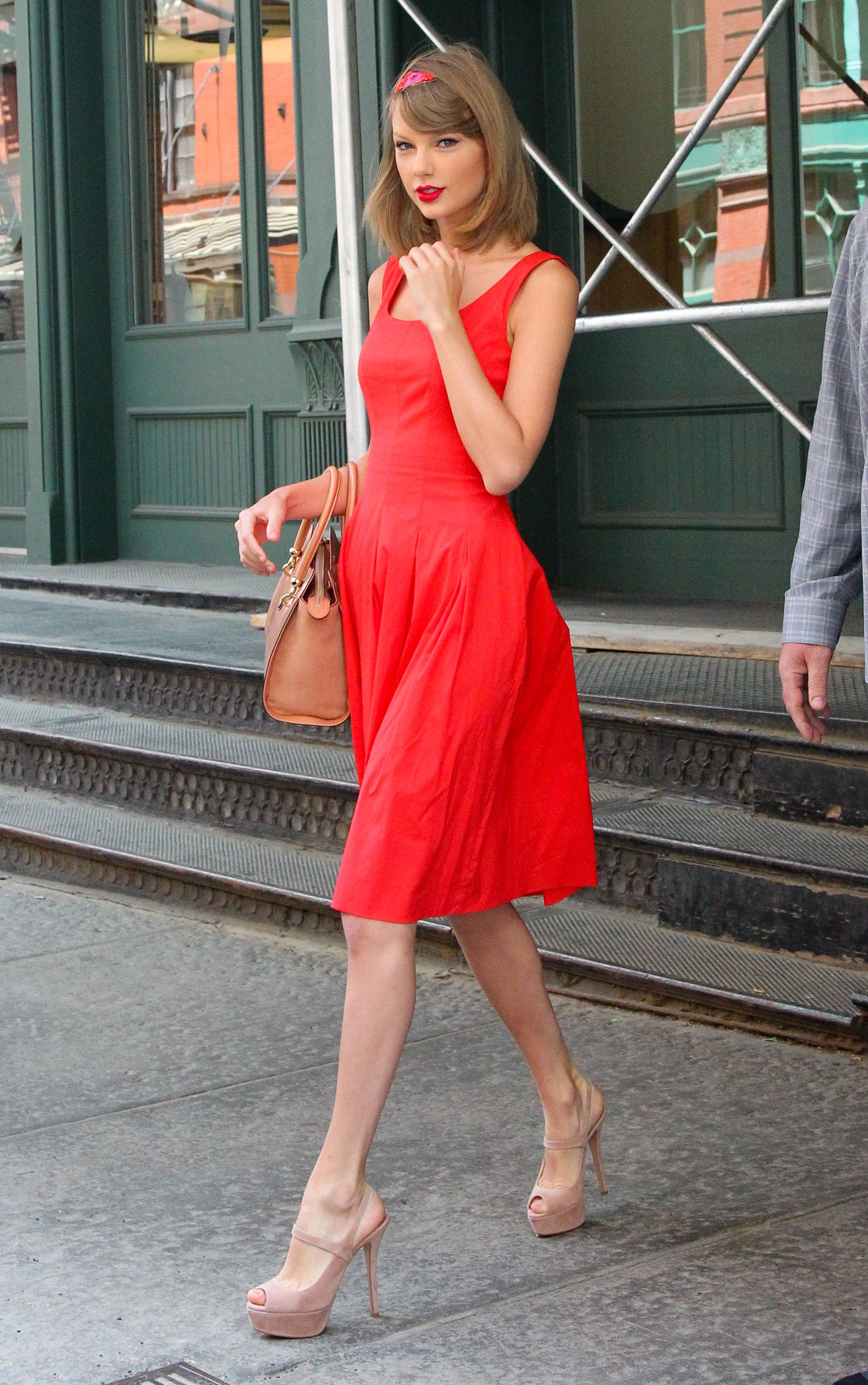 Leaving her apartment | New York | May 19 2014 | Taylor ...