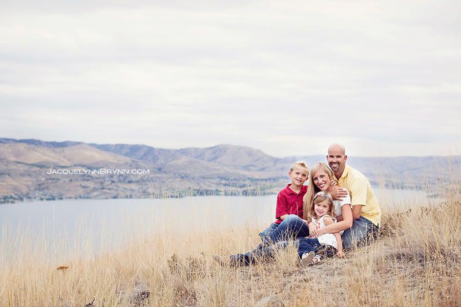 Lake chelan family portraitjacquelynn brynn photographylakegrasschristmas cards