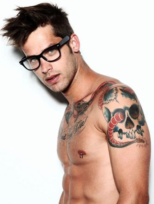 Hot guy in tats giving head