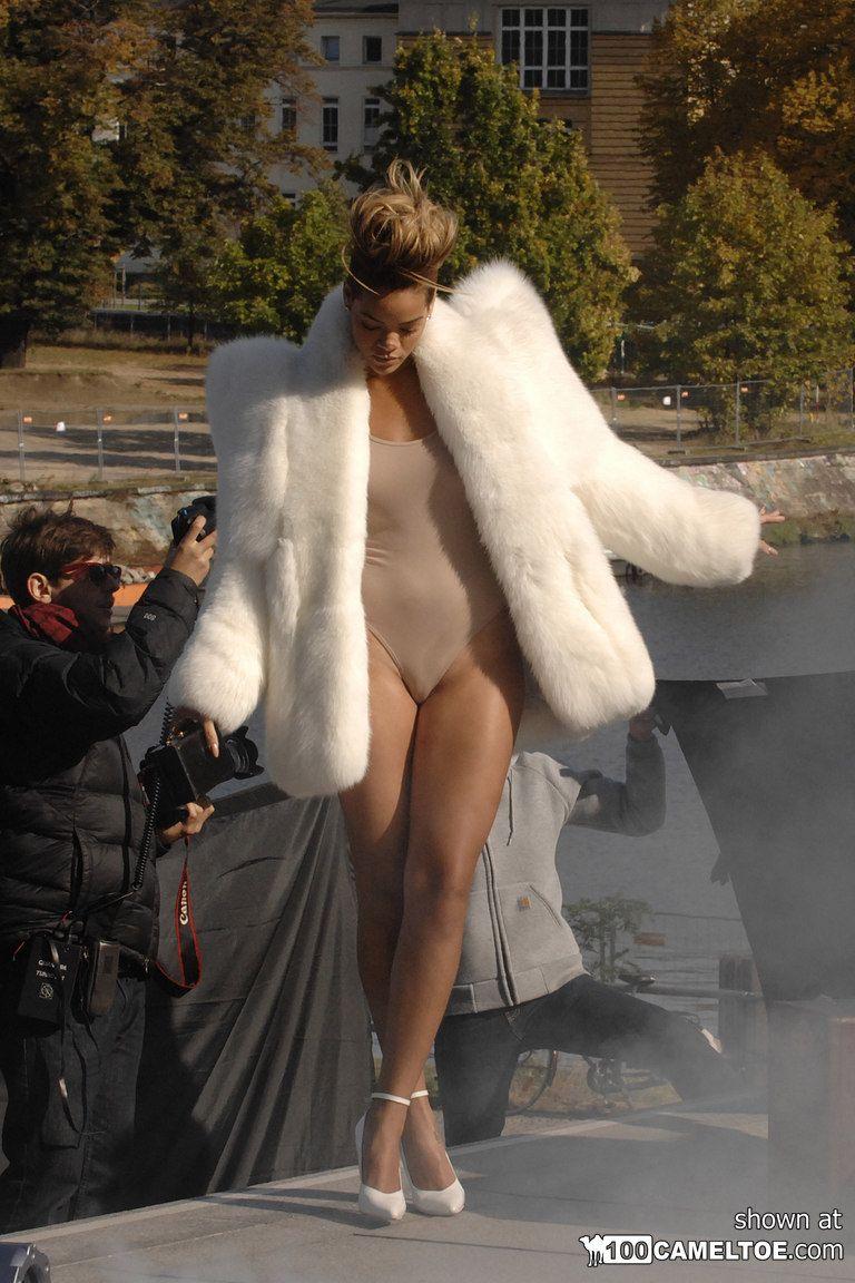 Rihannas upskirt shots