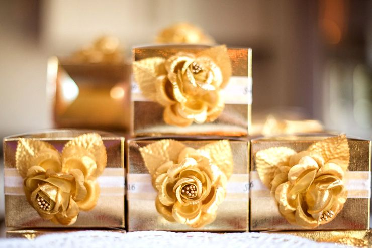 Gold Wedding favor boxes | itakeyou.co.uk