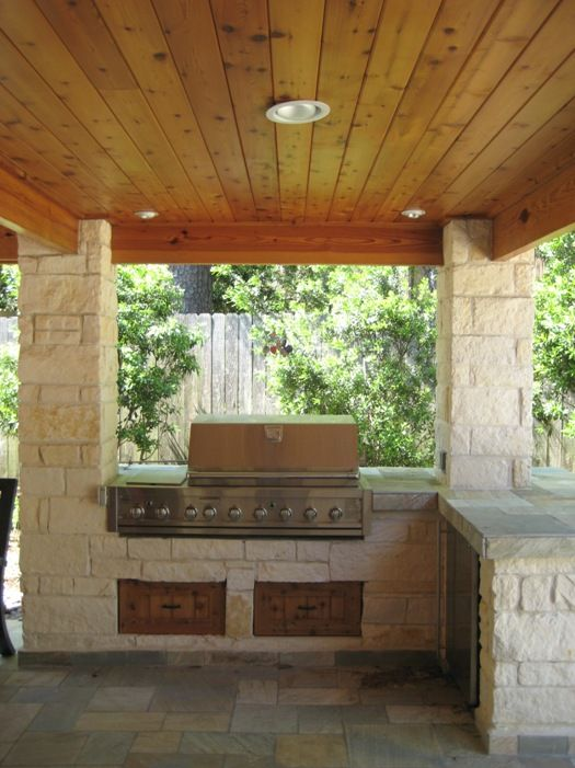 Limestone Columns And Outdoor Kitchen In Houston Texas