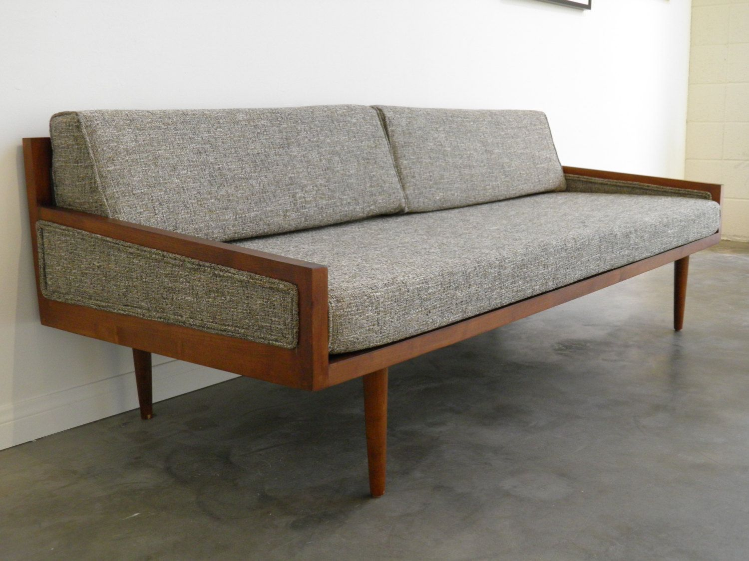 Phenomenal Mid Century Modern Daybed Casara Modern Executive Sofa Gmtry Best Dining Table And Chair Ideas Images Gmtryco