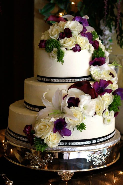 Wedding Cakes With Fresh Flowers Decorating Wedding Cakes With