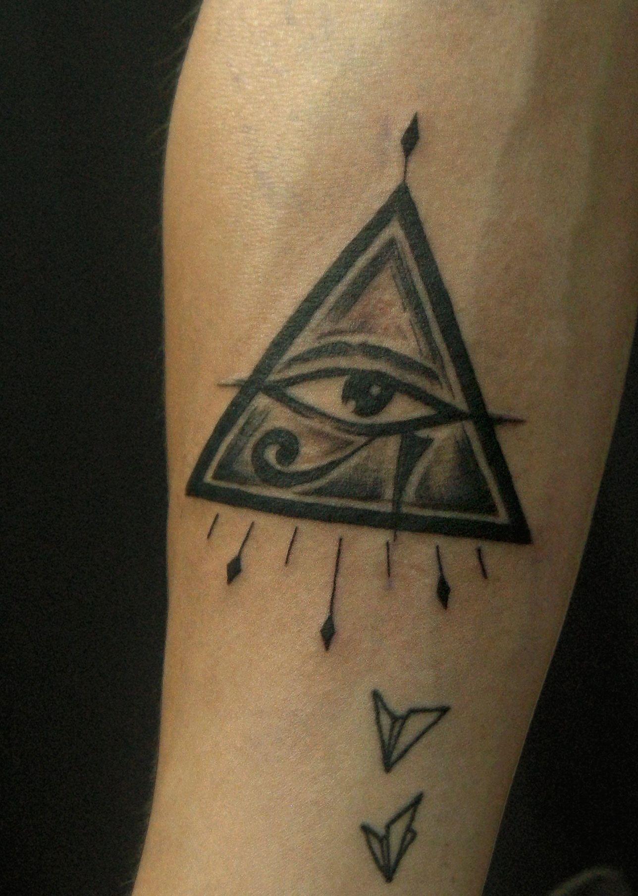Eye of Horus tattoo also symbolize third eye Tatuagem