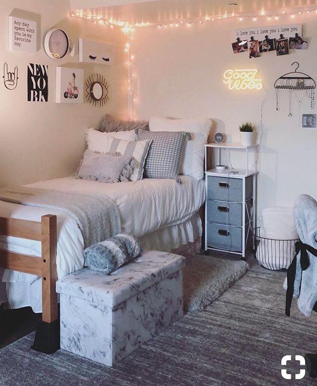 Pinterest Eydeirrac In 2020 College Bedroom Decor College Dorm Room Decor Dorm Room Designs