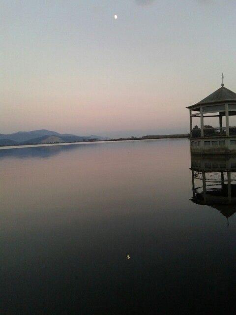 Luna sul lago